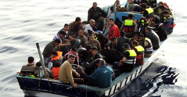 مهاجرين في عرض البحر